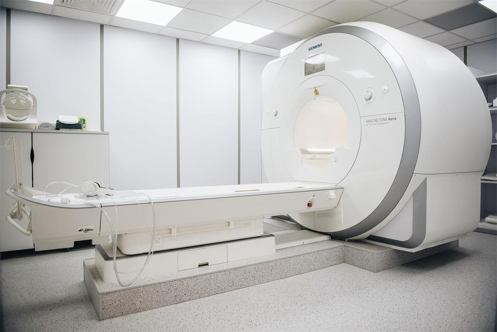 Magnetna rezonancija u Akromionu