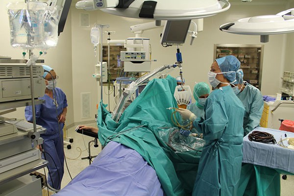 Pozicioniranje pacijenta na operacijskom stolu i primjena Spider hidrauličnog držača za distrakciju ručnog zgloba.